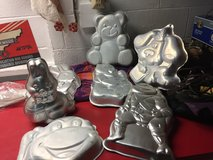 Cake pans in Clarksville, Tennessee
