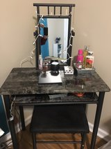vanity and stool   ( Almost New ) in Todd County, Kentucky
