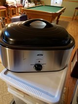 Oster 22 quart Roaster Oven in Aurora, Illinois