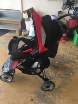 Eddie Bauer stroller w/ car seat base in Yorkville, Illinois