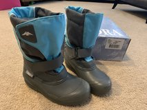 Tundra Quebec girls winter boots....size 1 in Oswego, Illinois