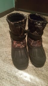 Boys size 1 winter snow boots in Bolingbrook, Illinois