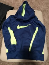 Size 4 Boys Nike Sweatshirt in Naperville, Illinois