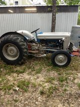 1957 Ford 600 tractor in Kingwood, Texas
