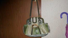 Green vinyl sholder strap purse in Alamogordo, New Mexico