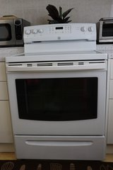 Kenmore Electric Oven in Okinawa, Japan