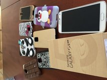 Samsung S5 with cases in Stuttgart, GE