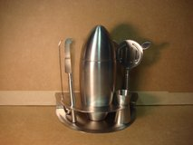 NEW 6 PC. STAINLESS STEEL COCKTAIL SHAKER SET in Plainfield, Illinois