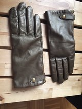 woman's leather gold gloves size large in Ramstein, Germany