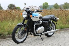 TRIUMPH Bonneville T100 Fusion White/Aegean Blue in Ramstein, Germany
