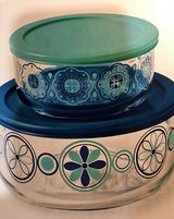 Pyrex 2 Colorful Bowls & Lids in Pasadena, Texas