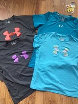 Under Armour Tee Shirts  Short-Sleeve size youth  XL in Naperville, Illinois
