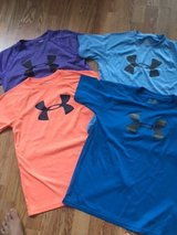 Under Armour Tee Shirts  Short-Sleeve youth large in Naperville, Illinois