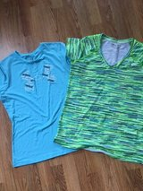 Under Armour Tee Shirts  Short-Sleeve  size small in Naperville, Illinois