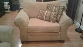Over sized Chair in Excellent Condition in Bolingbrook, Illinois