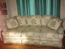 pretty floral hydrangia couch in Glendale Heights, Illinois