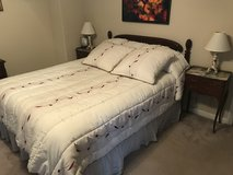 Beautiful bedroom Set with antique night tables, lamps and firm mattress in Spring, Texas