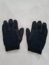 Mechanics Gloves - Medium in Okinawa, Japan