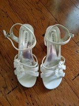 EXCELLENT CONDITION! Girls White Dress Sandals, Size 2 in Fort Campbell, Kentucky