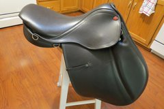Excellent condition Courbette Close Contact Saddle in Byron, Georgia