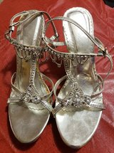 SILVER RHINESTONE HEELS SIZE 9 in Fort Campbell, Kentucky