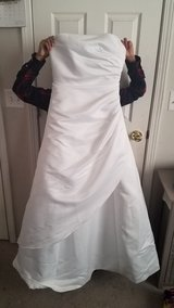 David's Bridal Size 8 in Fort Leonard Wood, Missouri