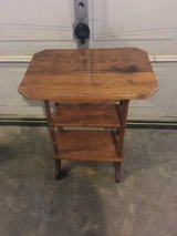 Nice solid oak lamp table in Fort Campbell, Kentucky