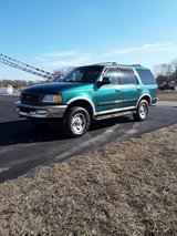 1998 Ford Expedition 4 x 4 in Fort Leonard Wood, Missouri
