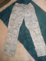 mens 34R camo trouser in Lakenheath, UK