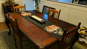 Gorgeous Dining room table in Warner Robins, Georgia