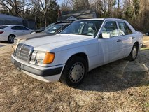 1990 MERCEDES 300E SEDAN in bookoo, US