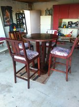 dinning table and chairs in 29 Palms, California
