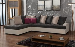 United Furniture - London - Chaise also on opposite side - Pillows and Delivery included in Grafenwoehr, GE