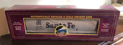 MTH Trains Santa Fe 4-bay Cylindrical Hopper Car 20-97421 in Joliet, Illinois