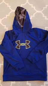 Under armour sweatshirt YL in Joliet, Illinois