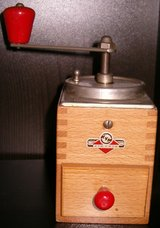 Vintage German Small Wood KYM Coffee Grinder in Grafenwoehr, GE