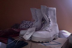 Goretex Boots Size 5 XW in Fort Campbell, Kentucky