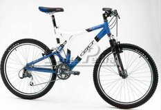 XCR-3000 size = L    Men bike in Camp Pendleton, California