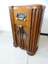 Zenith Shortwave Cabinet Radio in Pearland, Texas