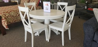 5 PC WHITE ROUND DINETTE. in Cherry Point, North Carolina