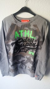 superdry sweatshirt in Ramstein, Germany