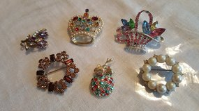 Costume jewelry in Chicago, Illinois