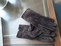 Women's Medium/large brown suede gloves in Naperville, Illinois