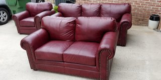 Maroon pleather living room set in Warner Robins, Georgia