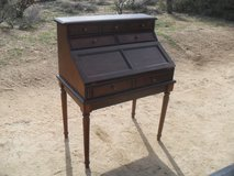 +++  Beautiful Desk   +++ in 29 Palms, California