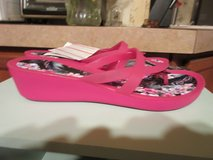 NWT Crocs Isabella Print Wedge SZ 10 in Kingwood, Texas