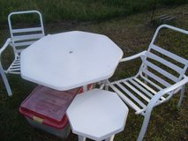 Outdoor Table & Chairs in Wilmington, North Carolina