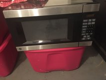 GE Microwave like new condition,counter top in Hampton, Virginia