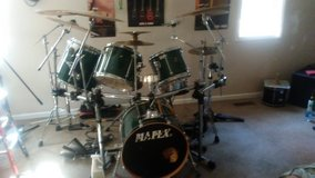 Mapex 5 peice drum set with zildjian Cymbol gibraulter cage in Beaufort, South Carolina