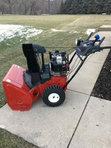 TORO 826LE POWER MAX SNOWBLOWER ELECTRIC START 6 SPEED FORWARD AND 2 REVERSE GREAT SHAPE (BEAST) in Yorkville, Illinois